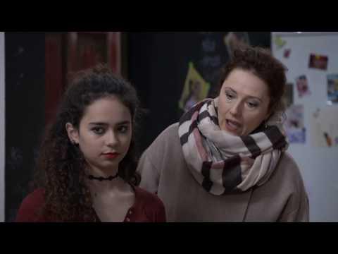 OTECKOVIA - Pozri sa na svoju dcéru! Vyzerá ako kraslica!