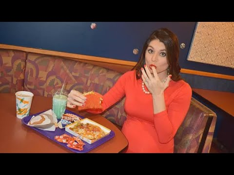Mom-to-Be Takes Hilarious Maternity Photos at Local Taco Bell