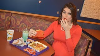 Mom-to-Be Takes Hilarious Maternity Photos at Local Taco Bell thumbnail