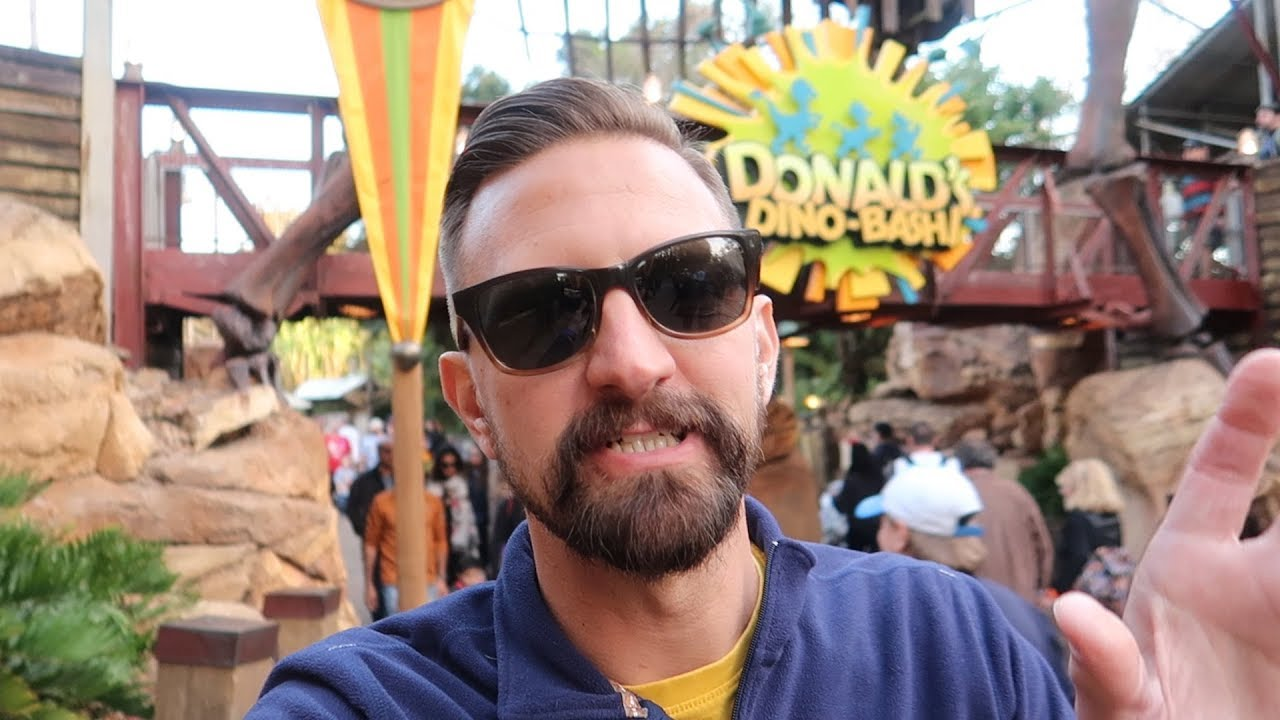 christmas-at-disney-s-animal-kingdom-best-safari-holiday-decorations-how-crowded-was-it