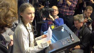Greta, la giovane attivista per il clima, davanti a Juncker: