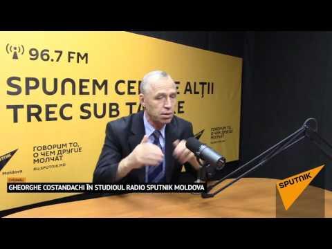 Gheorghe Costandachi în studioul radio Sputnik Moldova