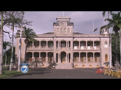 Vandals damage irreplaceable door at Iolani Palace