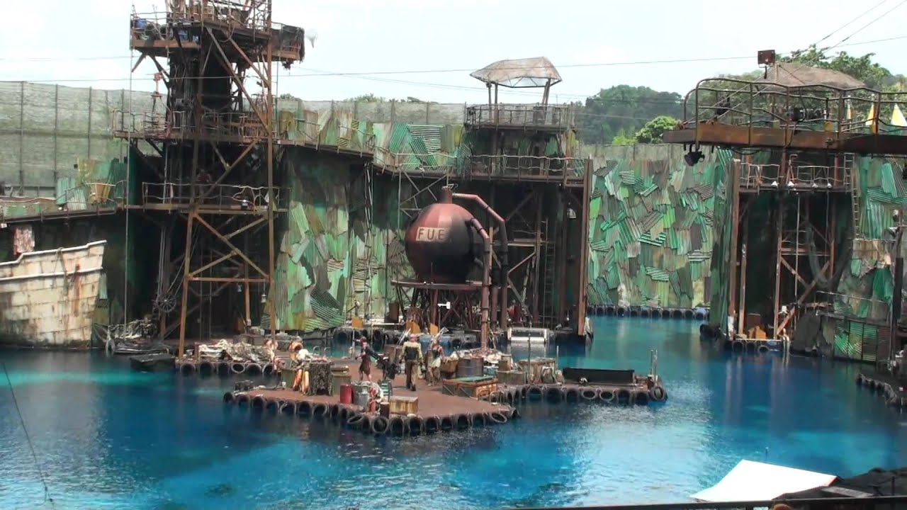 The Water World : Live show at Universal Studios Singapore ...