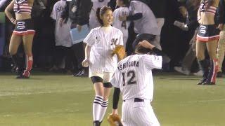 2015.03.31 QVCマリンフィールドでの佐々木希さんの始球式です♪ 小島瑠...