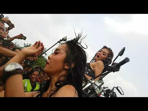 Anniversary 2th Shotokaw Djuanda #6 - Sexy Girls Motorbike Wash RX-King (20170812_152536)