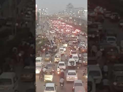 Shahrah e Faisal Karachi traffic jam