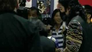 rare michael jackson footage mj goes shopping in tokyo 1997
