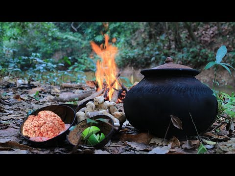Primitive Technology with Survival Skills Cooking Pig's Brain Soup For Food