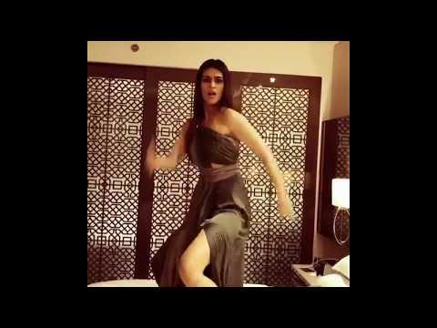 Kriti Sanon's 'Palang Tod' dance on 'Hawa Hawa'! thumbnail