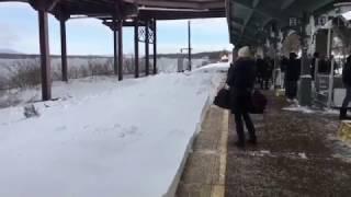 Снежное шоу в исполнении пассажирского поезда