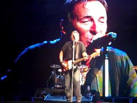 "Bruce covers ""Then She Kissed Me"" at the Bank Atlantic Center in Sunrise FL on Sept 13, 2009"