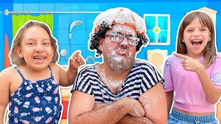 Maria Clara e Jessica encontraram um CHUVEIRO MÁGICO   Learn and Play Video for Kids  - MC Divertida