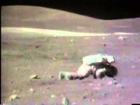 Hinfallen und Aufstehen auf dem Mond (Apollo 16)