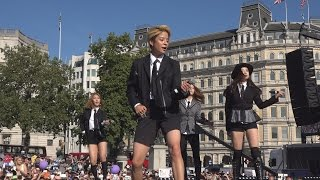 Video K-Pop band F(x) performing Rum Pum Pum Pum at the London Korean Festival 2015 런던 한인 축제 Part 7 download MP3, 3GP, MP4, WEBM, AVI, FLV Juli 2017