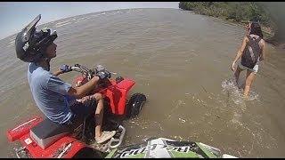 Carrera contra el río - Berisso - ATV - Yamaha Blaster Banshee(, 2014-02-05T01:52:31.000Z)