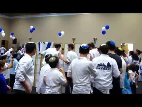 Yom HaAtzma'ut - Israeli Independence Day - Young Israel Oak Park - Dancing 3