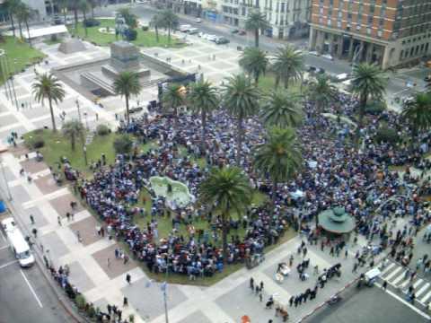 Uruguay - Ghana: Himno Nacional en Plaza Independencia