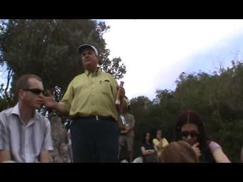 Pr. Hermel ensinando no Monte Carmelo - Israel