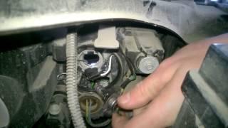 Как заменить лампочку фары ближнего света Lada Vesta