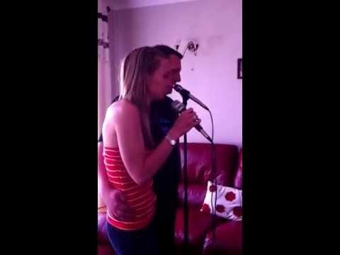 Lee & Emma Do Karaoke