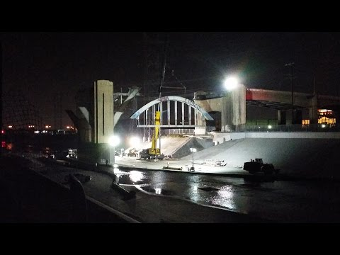 Removal of the Last Sixth Street Bridge Arch