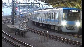 豪徳寺駅前ですれ違う小田急4000形同士の上下線の通過列車