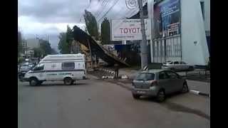 ураган в Саратове 2 мая 2012!!!! улица Чернышевского!!!!