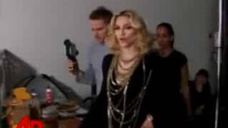 "Photo Shooting Madonna ""Give it 2 Me"" Thumbnail"