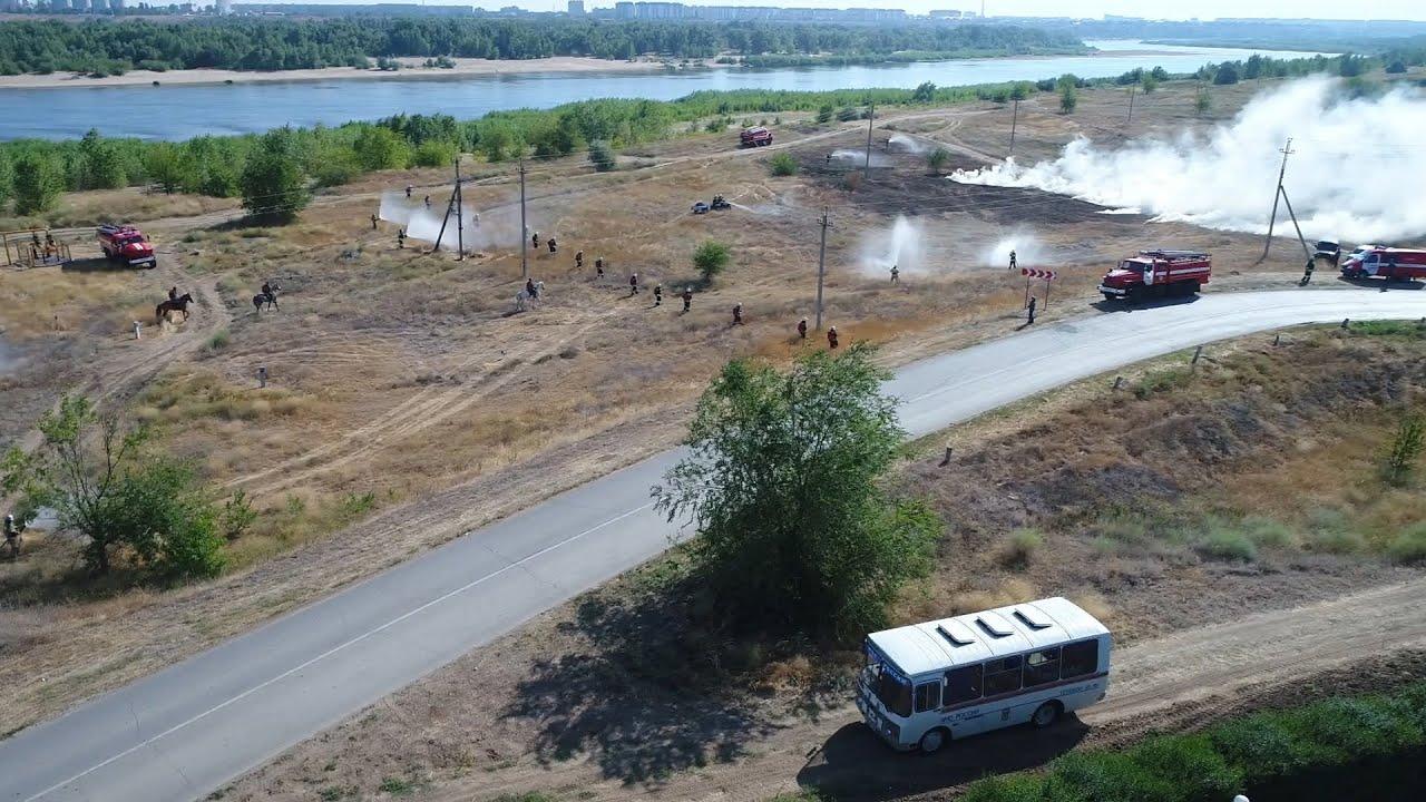 Под Волгоградом над Лебяжьей поляной кружили вертолет и беспилотник