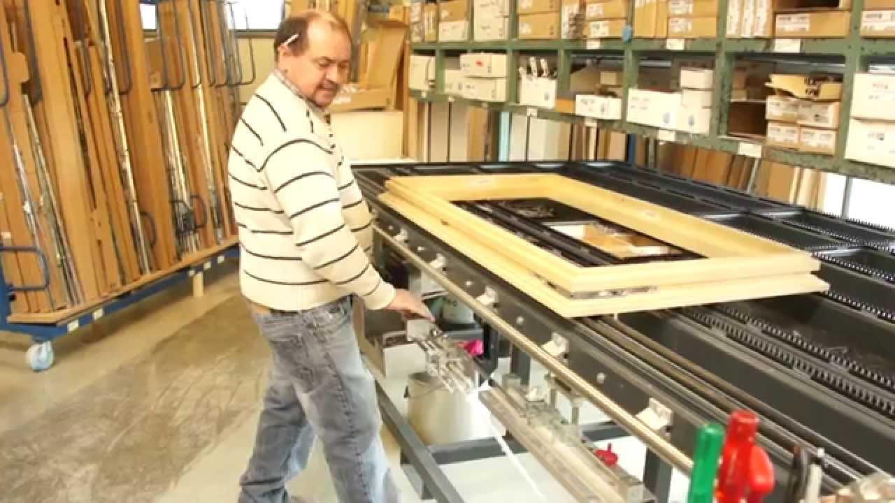 Production fen tres bois et bois m tal youtube for Fenetre bois metal suisse