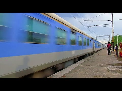 12004 lucknow shatabdi exp crossed anand vihar like a storm pwd by GZB wap 5