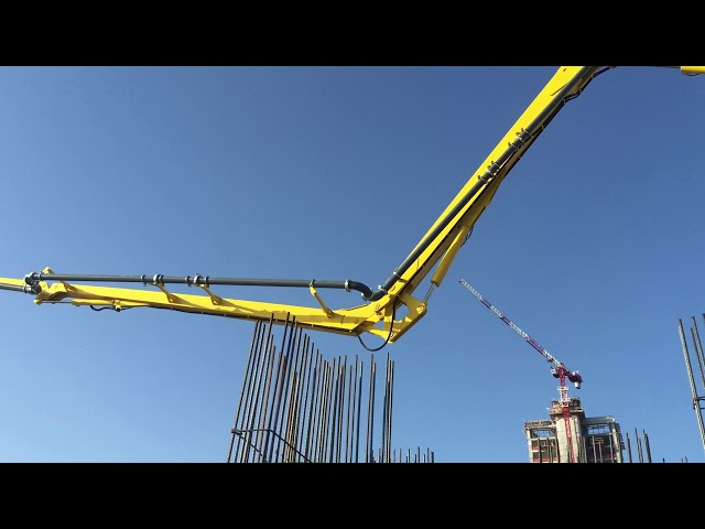 PB32 concrete placing system with climbing mast