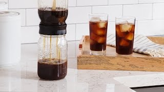 Make cold brew coffee in a mason jar.