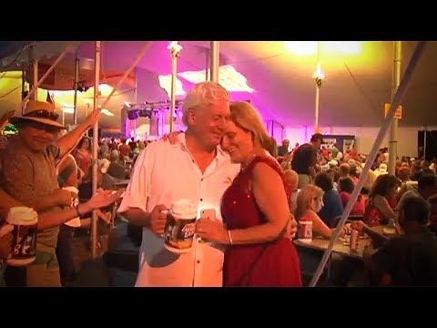 Couple gets married at Musikfest in Bethlehem, Pennsylvania