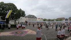 Freiluftmesse zu Frohnleichnam auf der Marktplatte in Arnsberg-Neheim