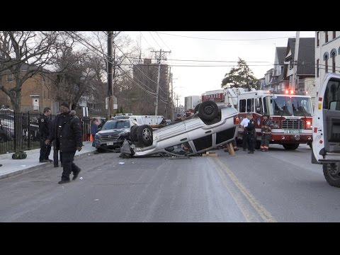 3 car crash with a rollover on Warburton Ave