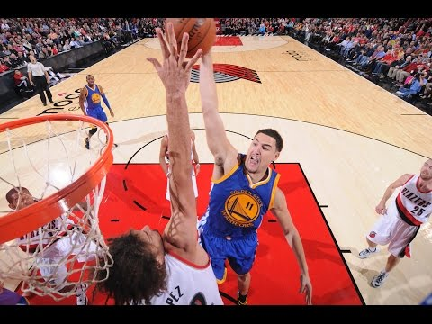 Klay Thompson Soars Over Robin Lopez to the Rim