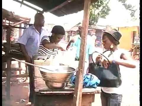 Friggitoria all'aperto a Benin City (Edo State, Nigeria)