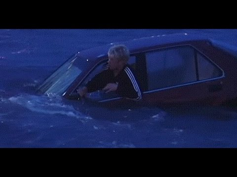 Driver and Car rescue from sea water - Iceland - Grindavik - Harbor - 1999