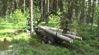 AVANT seria 200 z przyczepą do przewozu drewna z żurawiem