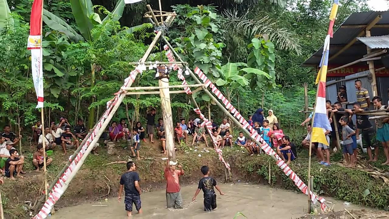 Lucu Celana Melorot Lomba Panjat Pohon Pisang by Helgavatsa