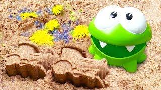 Фото Ам Ням  Om Nom  и Песочница Мультики для малышей про Амняма на пляже. Лепим куличики весело