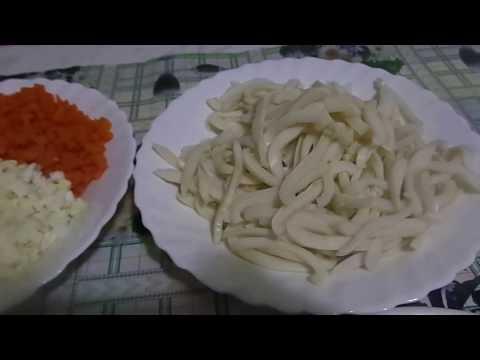 Приготовление  очень вкусного салата из кальмаров и овощей.