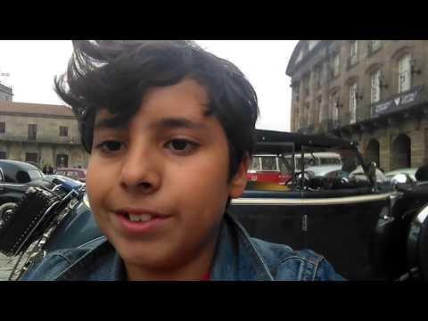 PLAYMOEDU, en las calles de Santiago, expo de coches antiguos