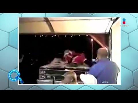 Santa Claus se cae del techo de la casa