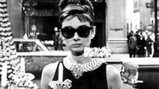 Moon river- Audrey Hepburn with lyrics