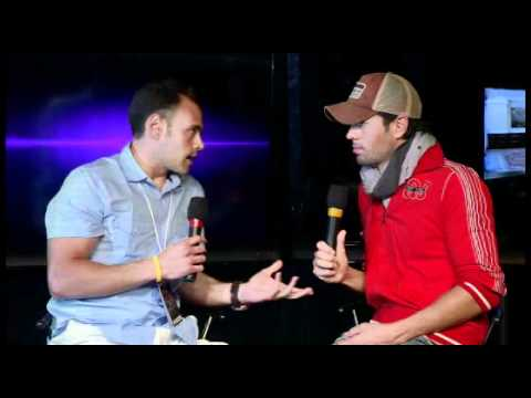 Backstage Interview with Enrique Iglesias on KISS 108