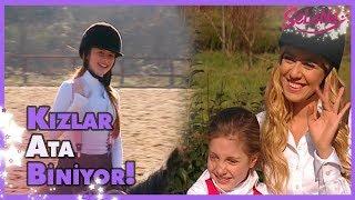 Selena ve kızlar ata biniyor🤗