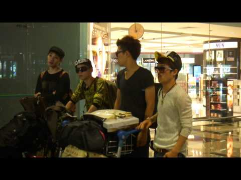 111126 Ooh La La Session Arrival at Singapore Changi Airport